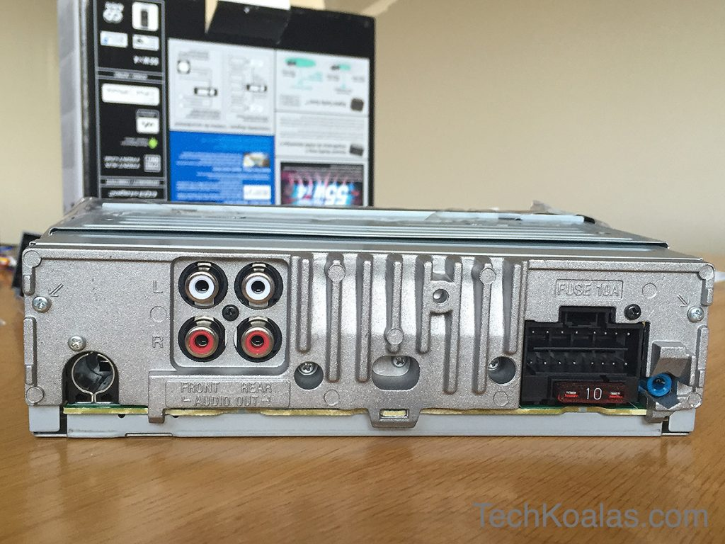 Sony-in-car-media-player-DSX-A60BT-rear-unboxing-07