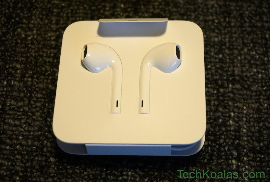 04-iphone-7-earpods-with-lightning-connector