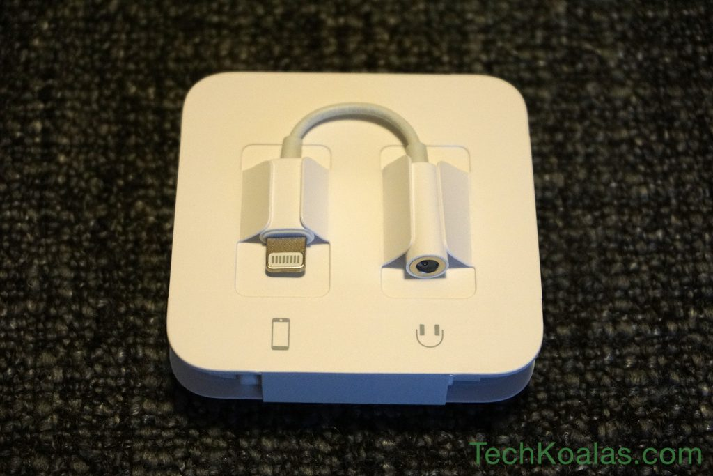 06-iphone-7-lightning-to-headphone-jack-adapter