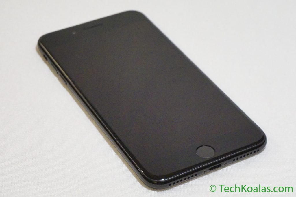 iPhone 7 Plus Jet Black is equiped with a new Home button with force sensitive.